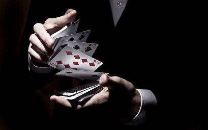 artiste avec cartes à jouer